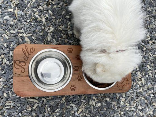 Hochwertige Futterstation aus Holz mit Lasergravur