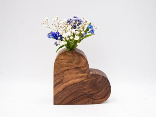 Holzherz aus Nuss mit Vaseneinsatz