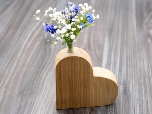 Holzherz mit Vaseneinsatz