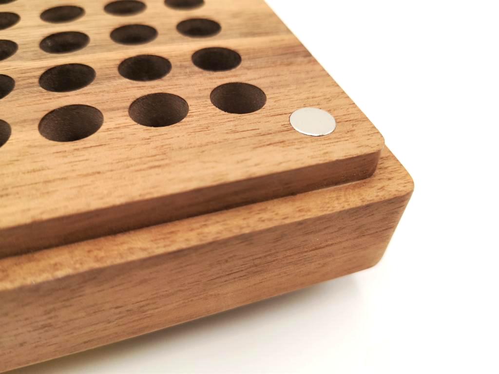 Munitionsbox aus Holz mit Magnet