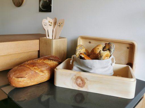 deisign Zirbenbrotdose mit Zubehör für das Brot