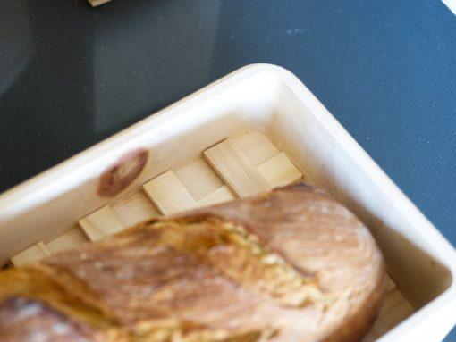 Design Zirbenbrotdose mit Gitterrost hält ihr Brot länger frisch