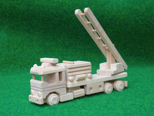 Feuerwehrauto aus Holz - hachhaltig spielen mit Holz