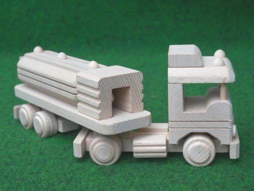 Tankwagen aus Holz - nachhaltig spielen mit Holz