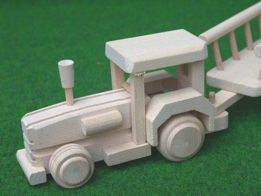 Traktor mit Anhänger aus Holz - nachhaltig spielen mit Holz