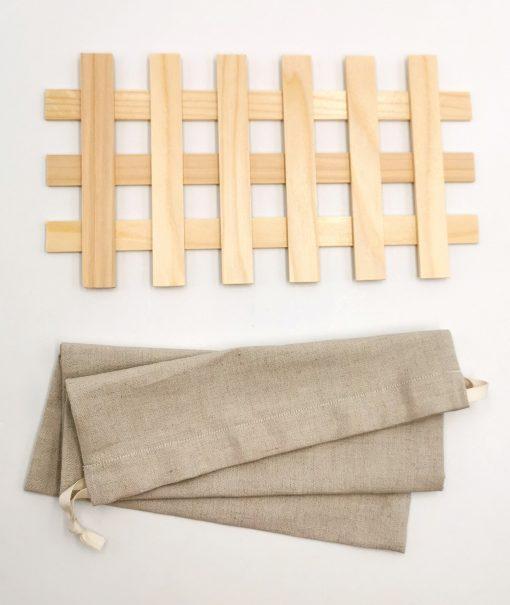 Design Zirbenbrotdose mit hochwertigem Zubehör: Brotsäckchen und Gitterrost